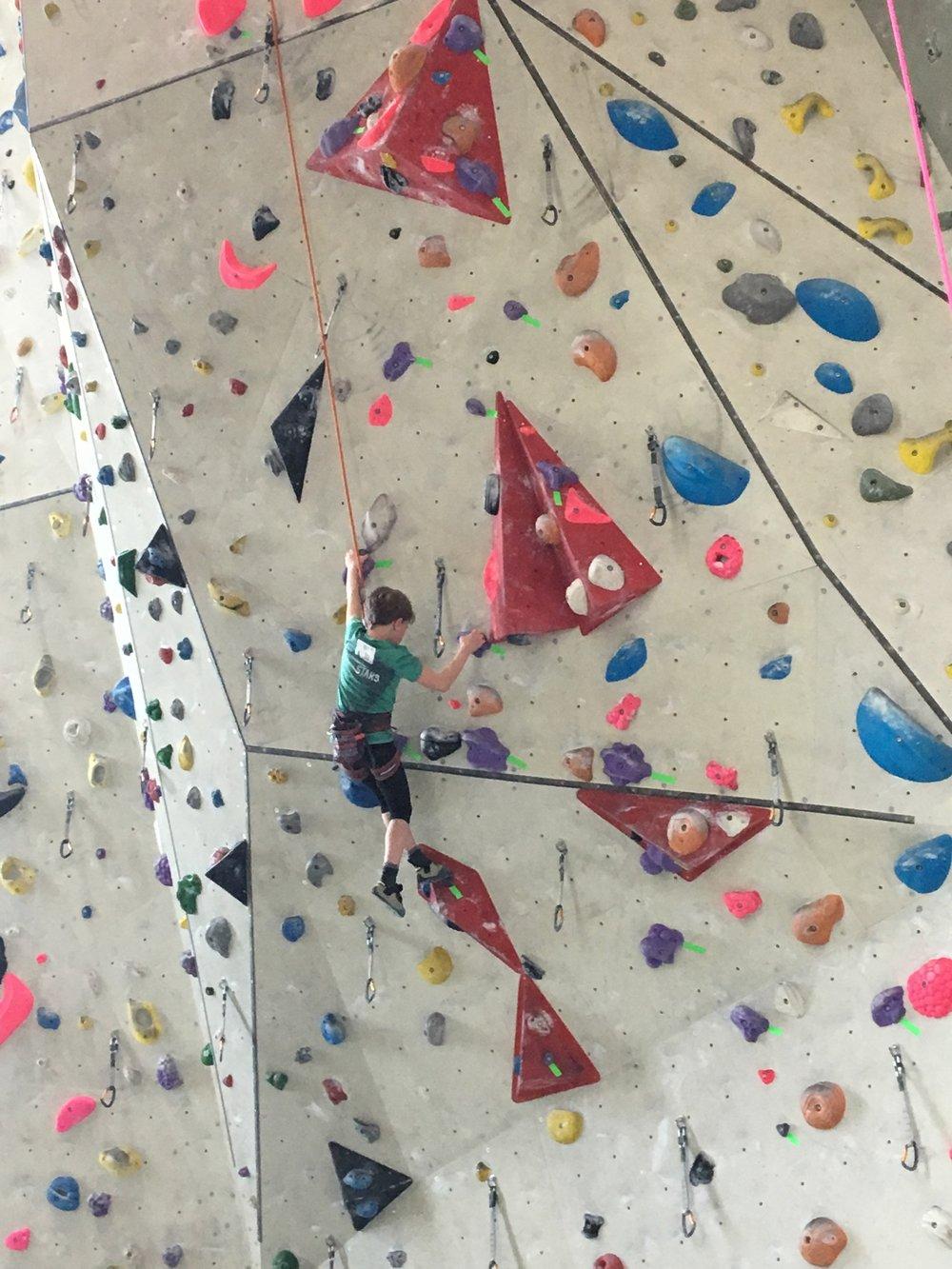 Tekmovanje v športnem plezanju za osnovne šole_Grif_6.jpg