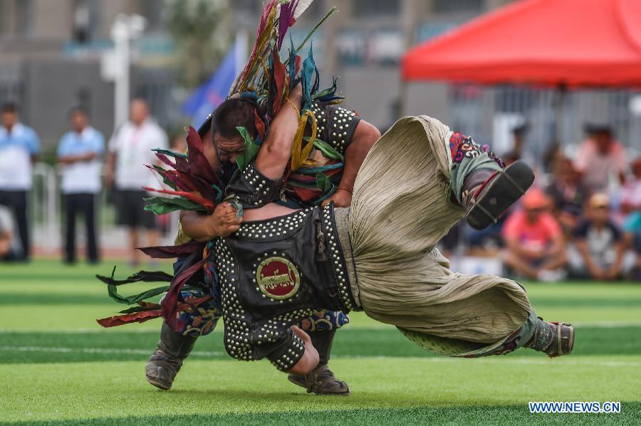 mongolian wrestling2.jpg