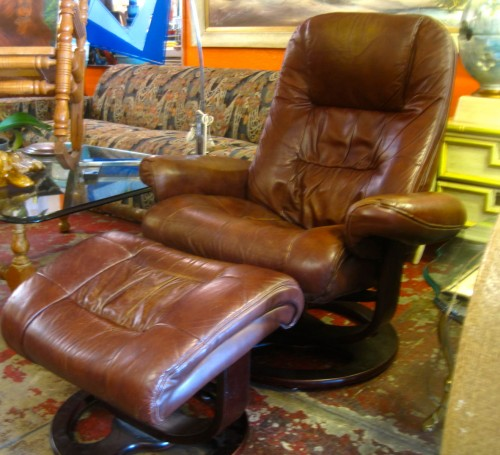 Whether you are new money old money or no money this Lane modern leather recliner and matching ottoman will make you feel like a million bucks. & New Money | Lane Modern Leather Recliner and Matching Ottoman ... islam-shia.org
