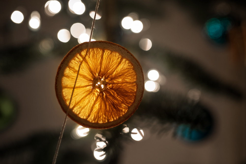 dried orange garland on our tree | amy selleck photography | amyselleck.com