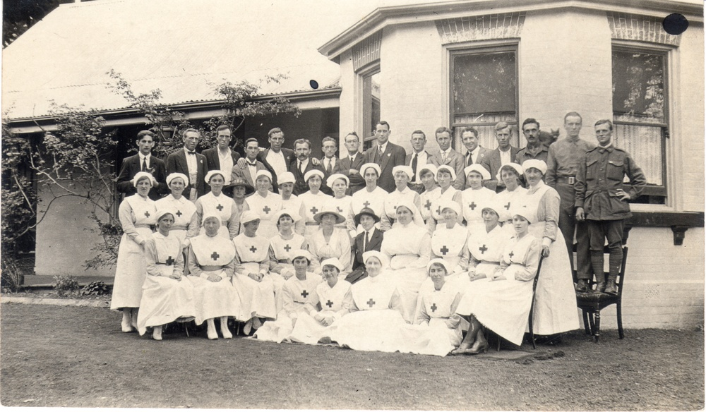 Patients and nurses at Burradoo Convalescent Hospital