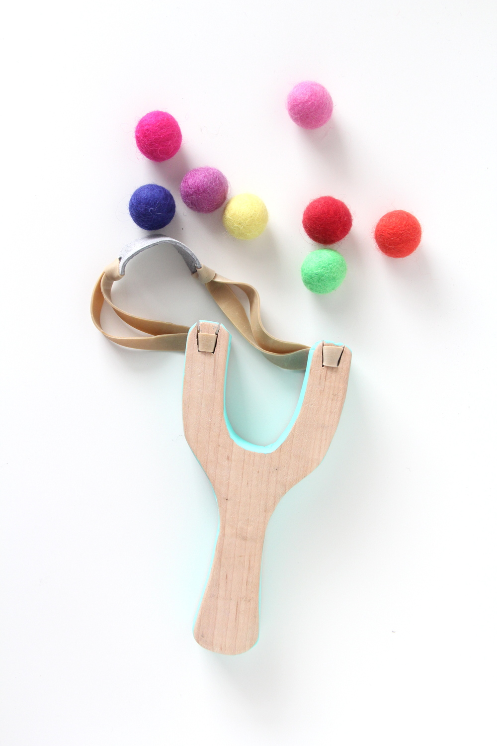 Slingshot with felt ball ammo and we play diy for kids