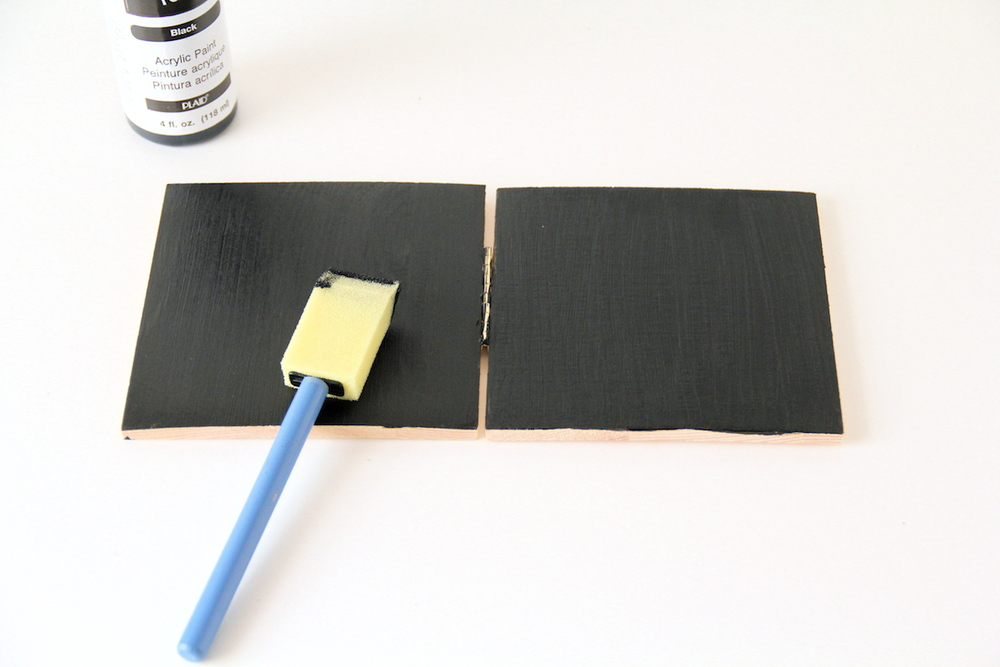 DIY play chalkboard and peg people