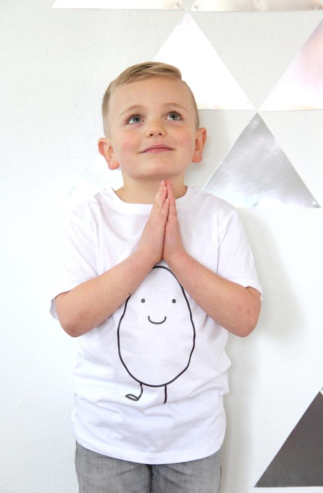 Good egg shirt DIY | And We Play