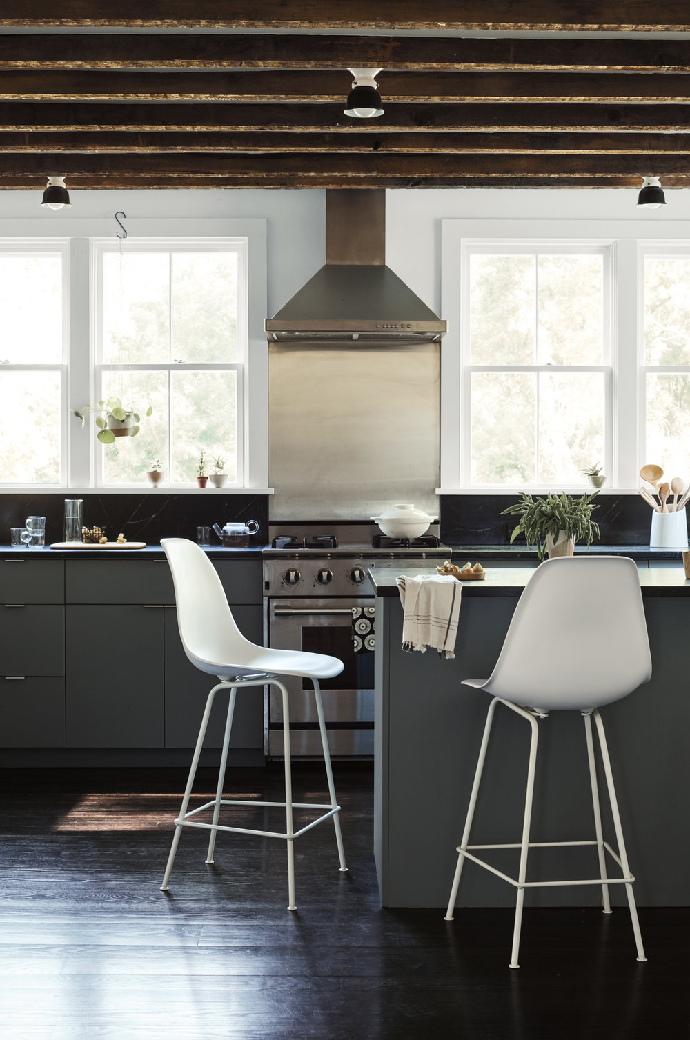 HM_Rhinebeck_05_Kitchen_Eames_Stools_038_HeroWithPlant.jpg