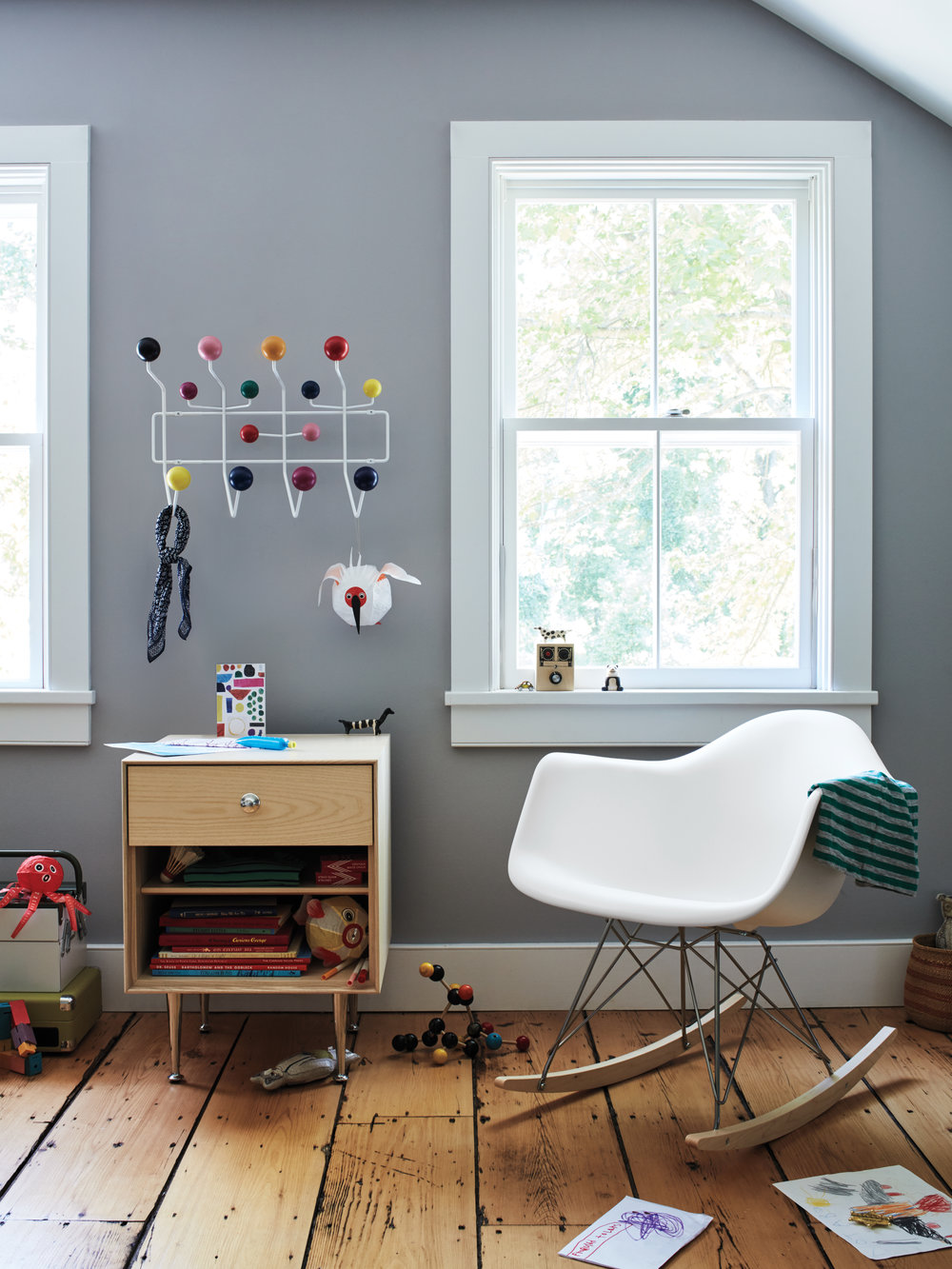 HM_Rhinebeck_13_KidsBedroom_Eames_HangItAll_038_Hero-crop.jpg