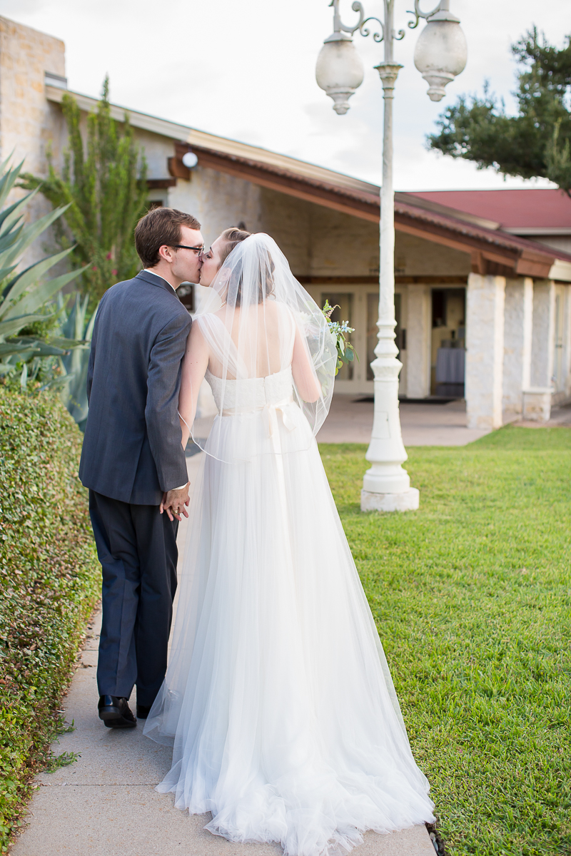 austin-texas-wedding-photo-and-video-vintage-villas-012.jpg