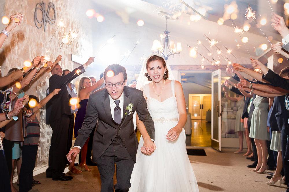 austin-texas-wedding-photo-and-video-vintage-villas-018.jpg