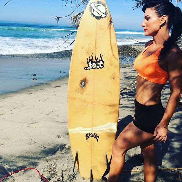 #beautiful #day at the #beach. Check out this oldschool beat up board. Figured I like vintage in this definitely would fall under that category. Maybe is not a longboard but it might've been one of the first short boards 😜 I like the pic! #bodybydrea #fitnessmodel #body #andreatagalog #goals #sandiego #lovewhereilive #fitmom #fitfam #fitness #active #outdoors #beachbody #motherof5 #motherswholift #girlswholift #paleomom #paleo #paleopinup #pinup #vintage #vintagefitmom #oldschool #beaterboard
