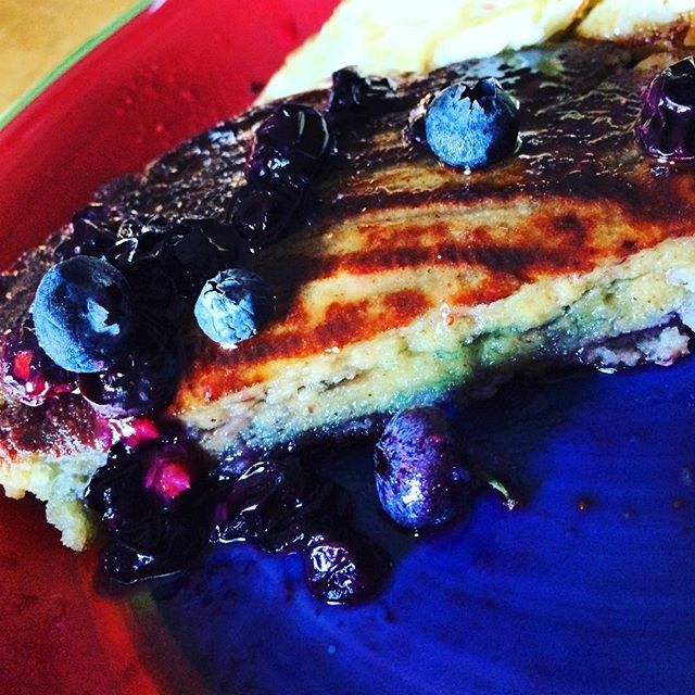 These #Paleo blueberry #pancakes are the bomb! I made a #blueberry syrup and topped it with #fresh blueberries. I love me some blueberries! #paleomom #paleobloks #fitmom #fitfam #motherswholift #preworkout #food #goodmorning #good #healthyfamily #bodygoals #bodybydrea #bodybuilding #fitness #vintagefitmom #glutenfree #grainfree #dairyfree #organic #lovepancakes #healthy #eatclean