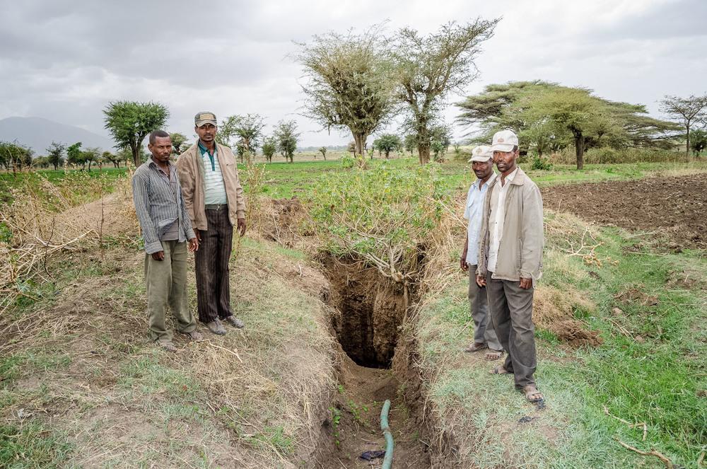 Bewässerung der Felder in Meki/Äthiopien