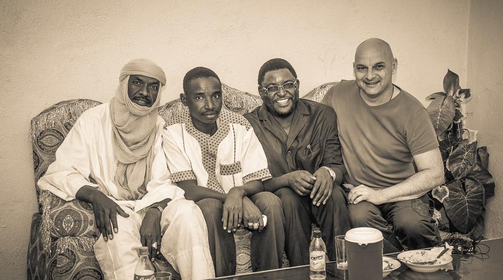Gruppenbild mit den Mitarbeitern von HELP e.V. in Agadez