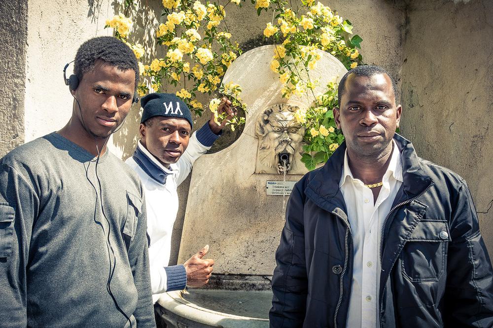 """Djibril, Ali und Amadou aus der ehemaligen Flüchtlingsunterkunft """"Fischerhaus"""" in Vintl"""