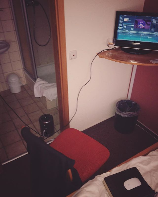 BURNWHO signature editing bath - L1V1NG THE DREAM #Editing #LikeABoss #Filmmaking #Trashcan