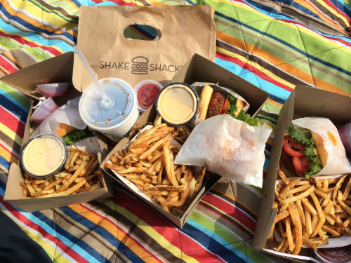 I know most bloggers post pastel macaroons or ice cream (which I love) from the city, but this girl loves some Shake Shack in Central Park.  Always the first item on the to-do list.