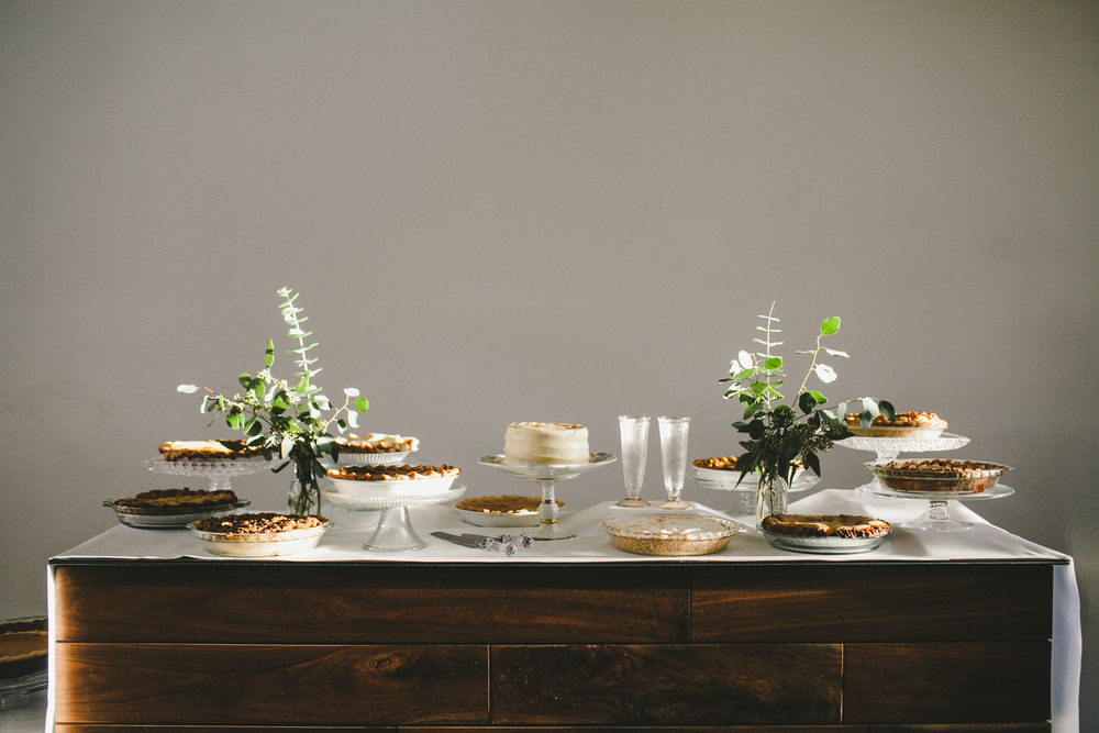 Kneale_Wedding_Pie_Table