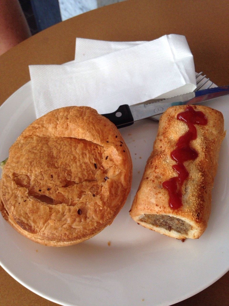 Meat pie and sausage roll