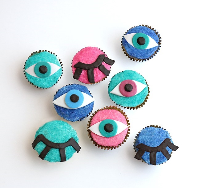 DIY-Wink-Eye-Cupcake1.jpg