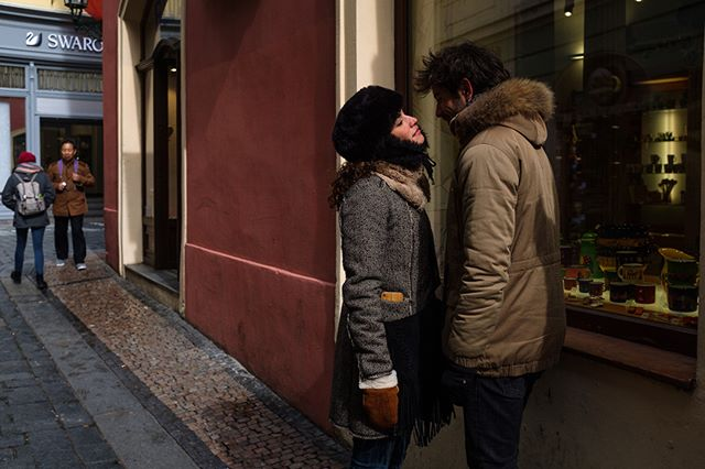 Prague, March 2018 kiss #CzechRepublic #Instagram #Prague #capturestreets #everybodystreet #facebook #lensculturestreet #streetphotographers #streetphotography