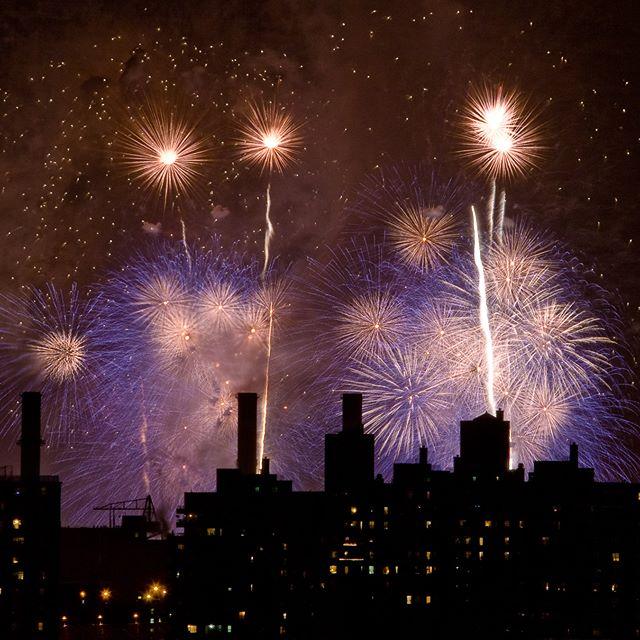 New York, NY via Brooklyn 😀 . . . #fireworks #july4th #fourthofjuly #independanceday #brooklyn #nyc #ny #newyork #newyorkcity
