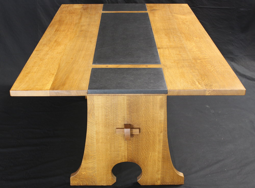 oak dining table end view.JPG