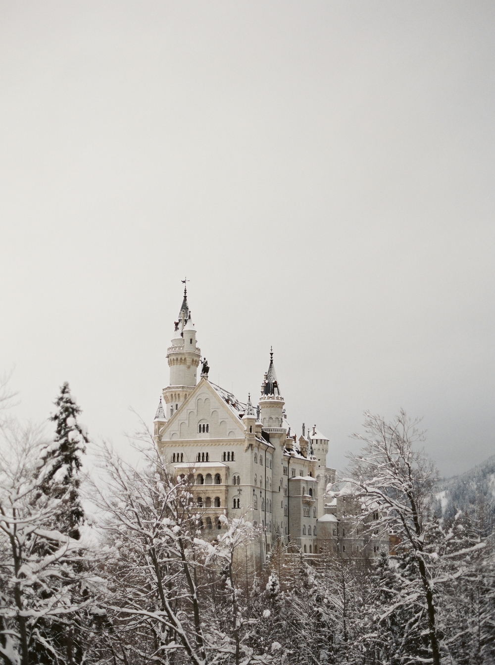 rebecca_hollis_contax645_fuji400_neuschwanstein_castle_bavaria_germany_photovision.jpg