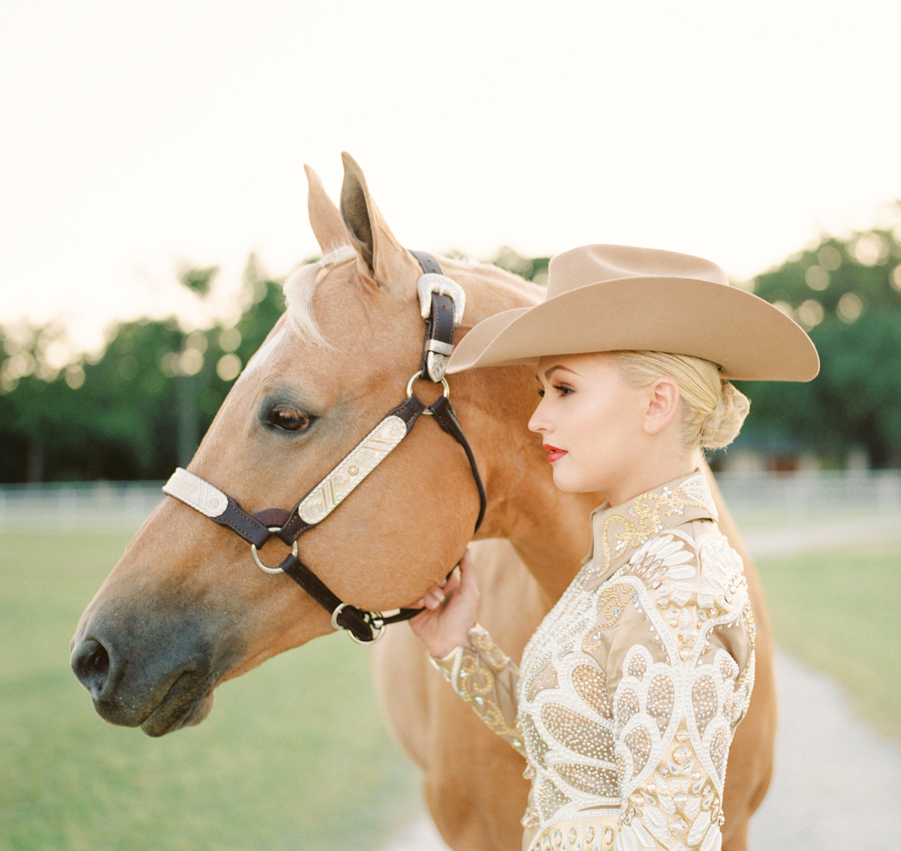 kirstie_marie_kirsties_vision_pv_takeover_hasselbladh1_fuji400h_capital_quarter_horses_pilot_point_texas_horsesonfilm_devin_territo_sp3000_photovisionprints.jpg