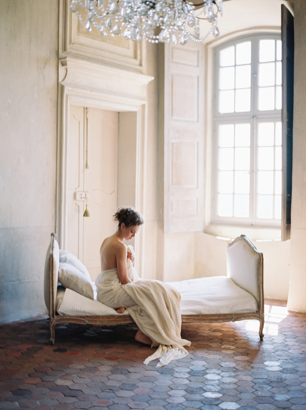 laura_gordon_contax645_fuji400_france_pearl_and_godiva_wedding_sparrow_chateau_moissac_bellvue_photovisionprints.jpg
