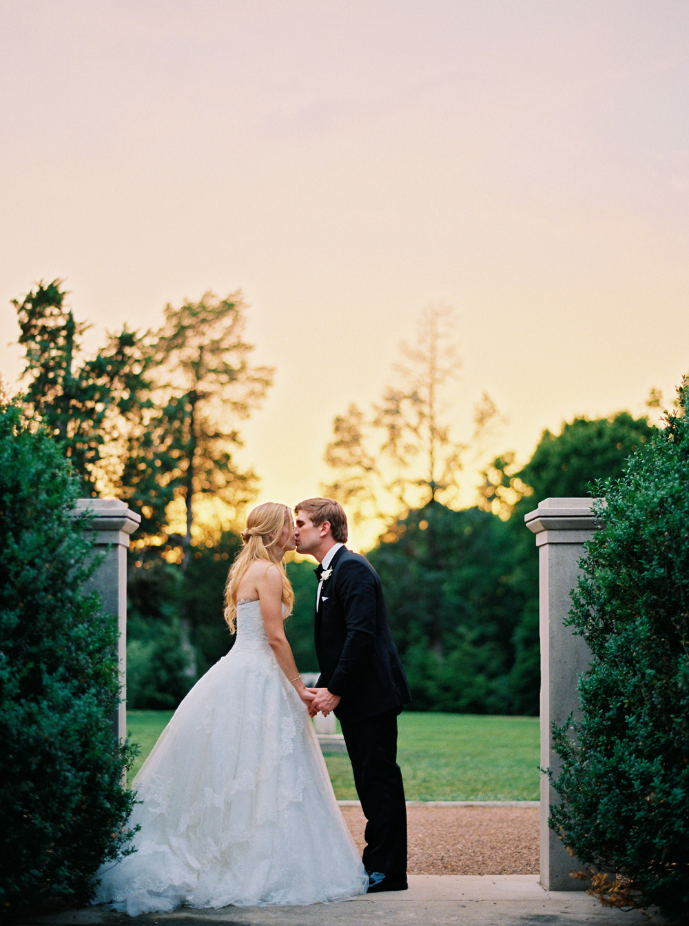 kathleen_and_joe_atkins_jo_photo_pv_takeover_contax645_portra800_belle_meade_plantation_nashville_tennessee_stunning_events_alter_my_heart_ines_di_santo_sp3000_photovisionprints.jpg