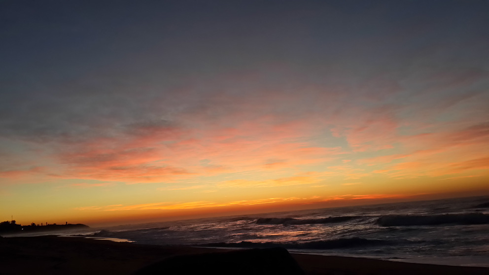 Dawn. Sunday. 1st June 2014. Northern KZN. HIGH FIVE FRIDAY from the happy place in Ant's heart.