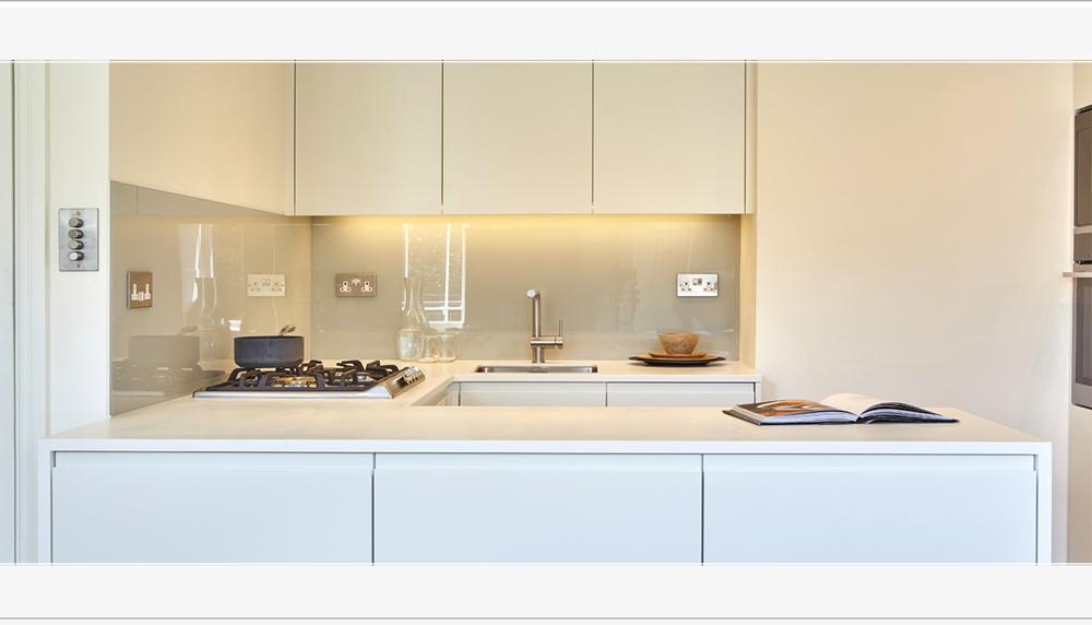 Minimalist Kitchen Apartment | Central Bath