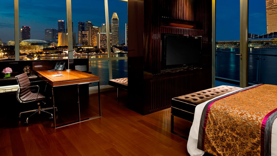 007098-16-Clifford-Suite-Bedroom.jpg