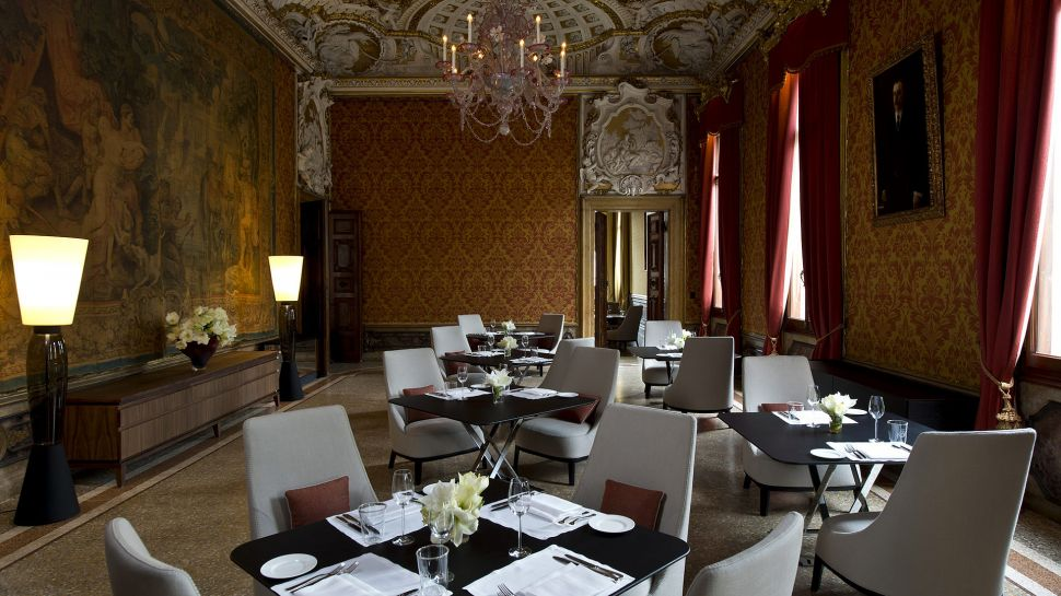011279-08-RS794_Aman-Canal-Grande-Venice---Red-Dining-Room-lpr.jpg