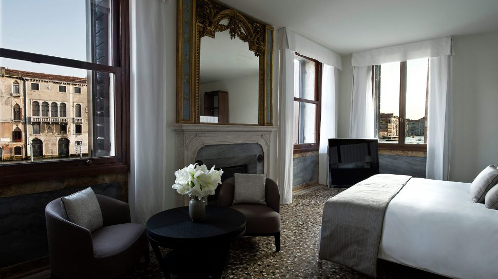 011279-07-RS792_Aman-Canal-Grande-Venice---Suite-Bedroom.jpg