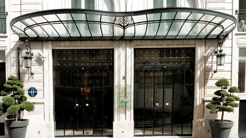 0010334-02-hotel-facade.jpg