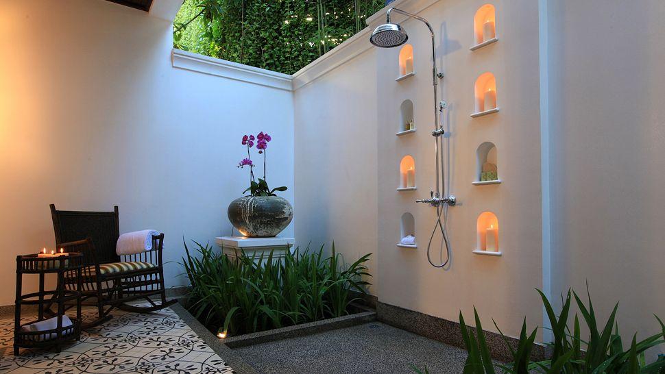 010410-14-Rajah-Brooke-Suite-Outdoor_shower.jpg