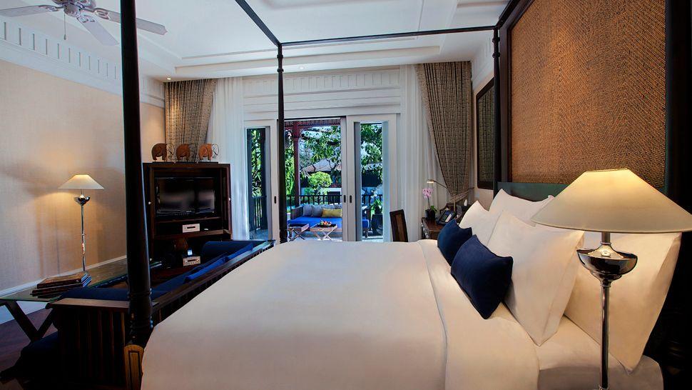 010410-17-rajah_brooke_blue_room.jpg