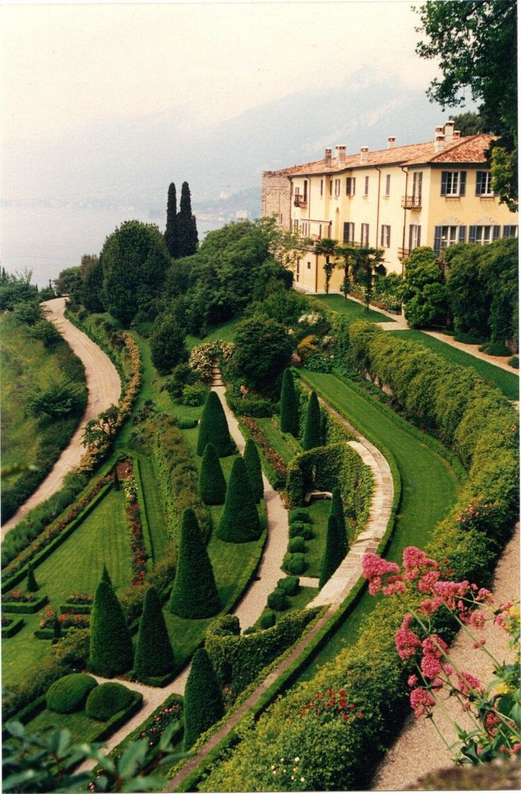 {image via Pinterest // via Bellagio Hotel Lake Como}