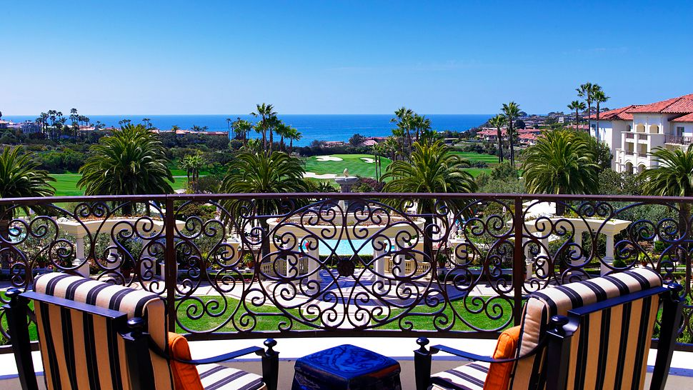 001083-02-str1361ag-134898-lobby lounge terrace ocean view.jpg