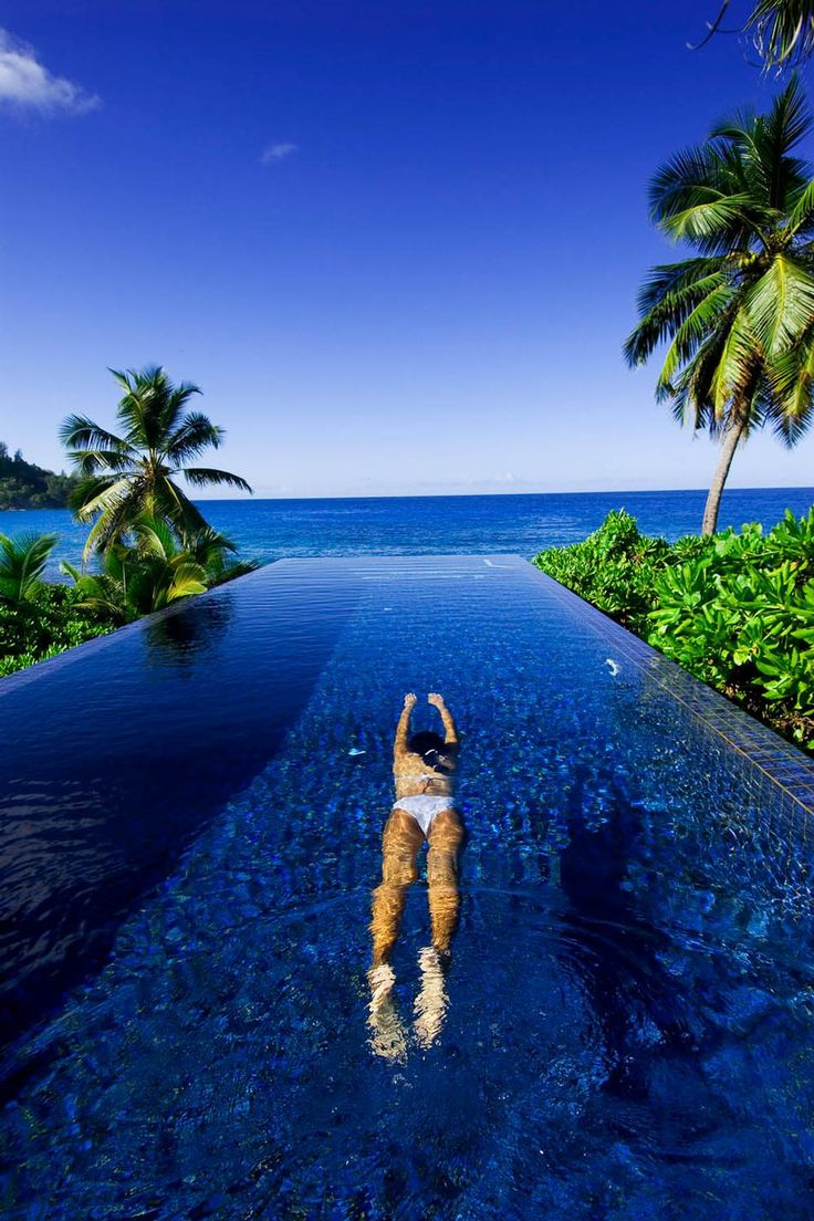 {image via 25 Most Unreal Resort Pools}