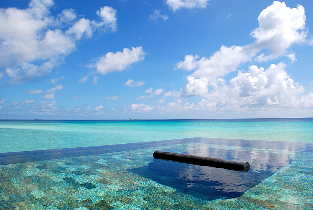 Infinity Pool at One&Only Reethi Rah