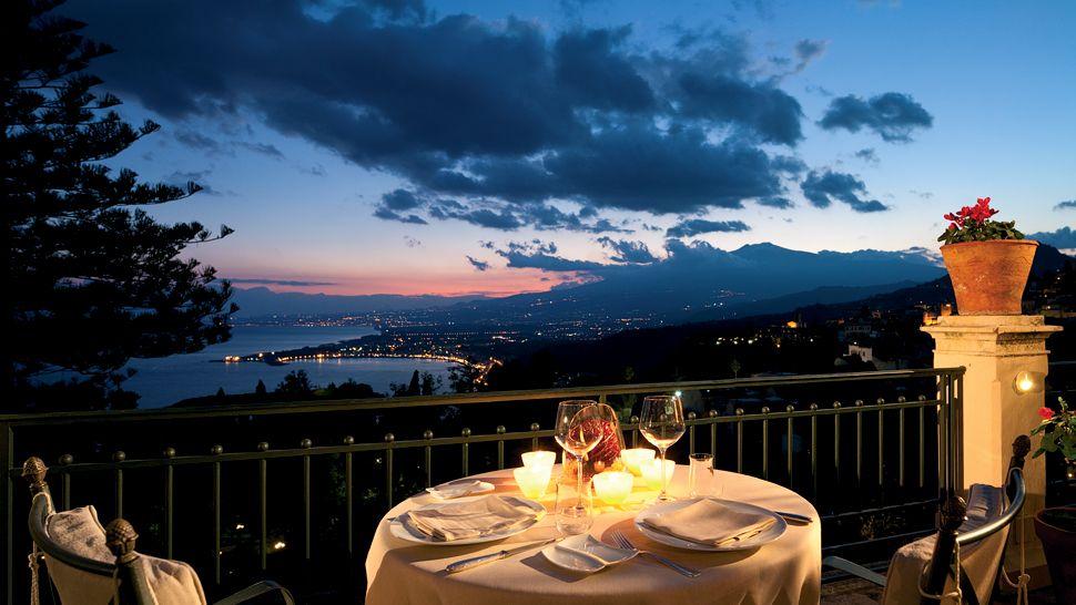 004254-10-dining-night-cliff-city-view.jpg