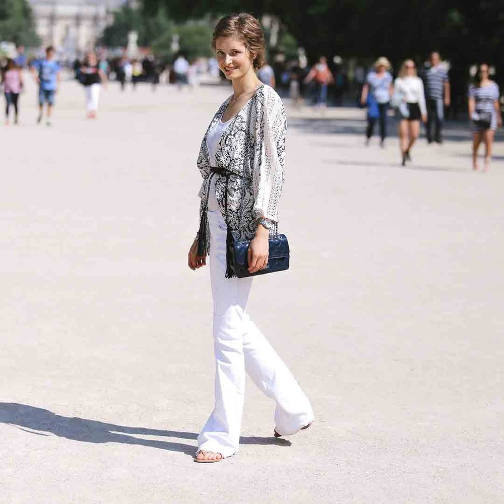light-colors-white-flare-fashion-ootd-street-style-paris-jardin-des-tuileries-violette-daily-chanel-cardigan-belted-2-bag-2-1080x1080.jpg