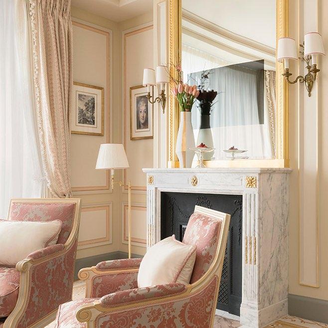 ritz-paris-hotel-suite-executive-2_0 (1).jpg