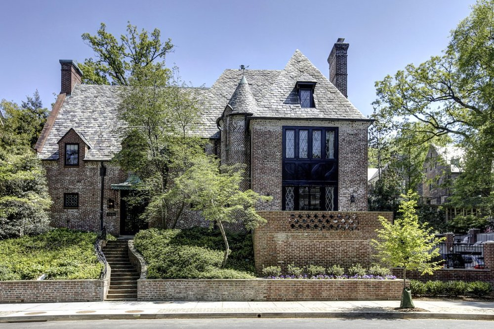 the-obamas-are-trading-white-for-brick-at-their-newly-leased-mansion-in-the-kalorama-section-of-dc.jpg