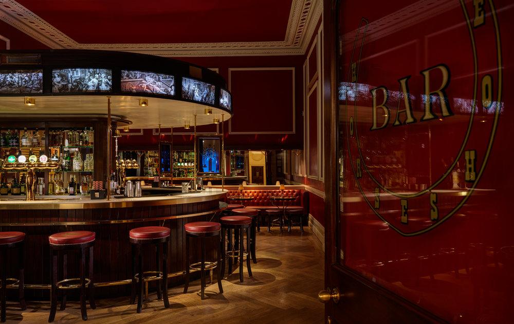 Horseshoe Bar 2 FL 2500px.jpg