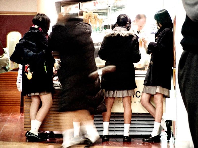 japanese-schoolgirls.jpg