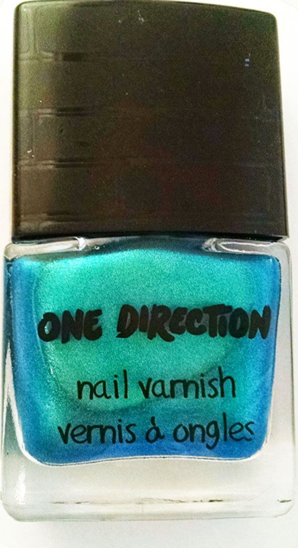 'Na Na Na'- Aqua blue metallic chrome nail polish.