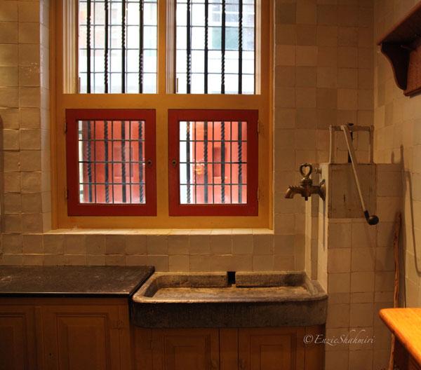 old-kitchen-sink.jpg