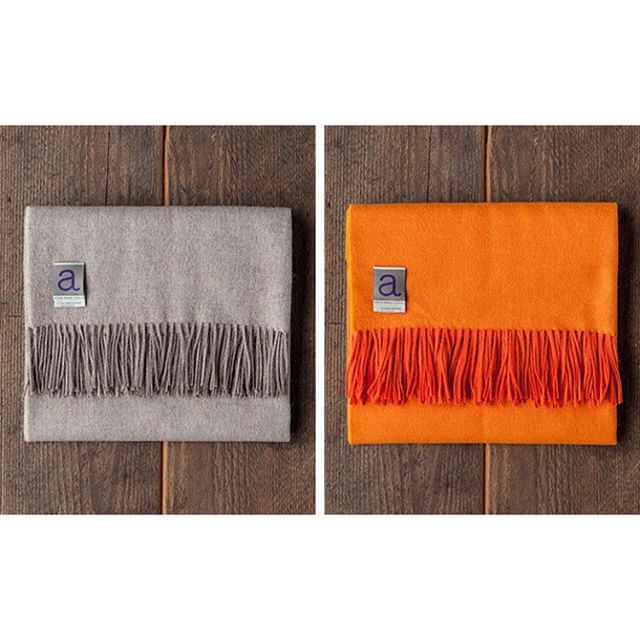#TheSwatchBox can't get enough of this  premium alpaca wool throw! Known for being softer and warmer than the finest lambswool, this fiber absorbs color beautifully and is less likely to pill than wool. #Alpaca #Lambswool #Livingroom #InteriorDesign